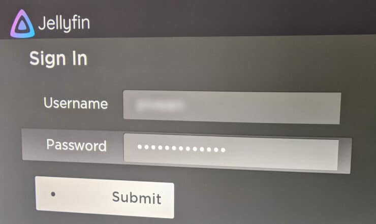 Entrez le nom d'utilisateur et le mot de passe sur l'application Jellyfin pour Roku
